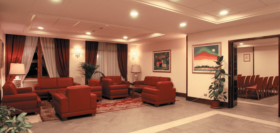 italy_la-thuile_planibel_hotel_lounge.jpg